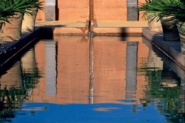 Jardin des grenadiers Jardin de la Noria, près d'Uzès 30 France Paysagistes: Ossart - Maurières  Sculpture: Pierre Baey