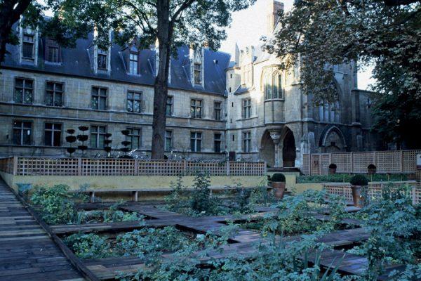 Cluny Potager Paysagistes: Arnaud Maurières & Eric Ossart Jardin du Musée National du Moyen Age 75 Paris