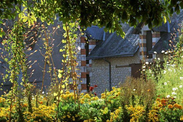 Chaumont 1994 La cour de la ferme Paysagiste: Eric OssartFestival des jardins de Chaumont-sur-Loire 41 France